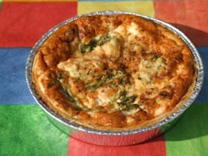 Quiche Salmon and Asparagus- 15cm, 3-5 portion.